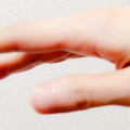 右手親指の角度